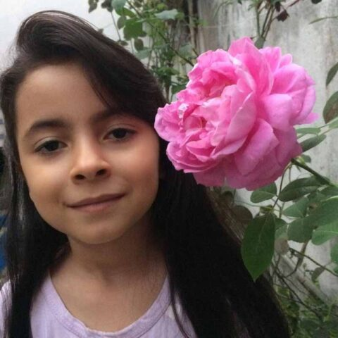 حلما پورداور هنرجوی نقاشی فاطمه لطیفی ۷ ساله از تهران