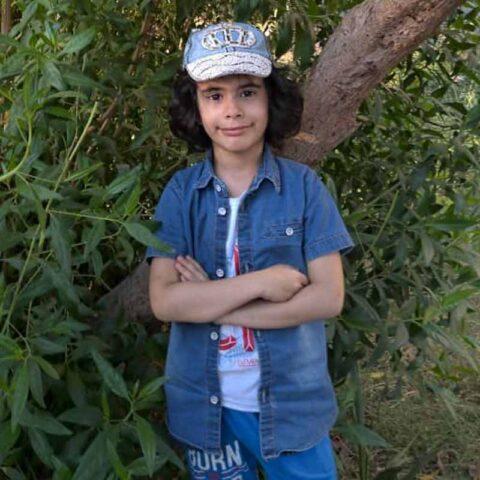 مهتا داودی هنرجوی نقاشی فاطمه لطیفی ۸ ساله از اهواز