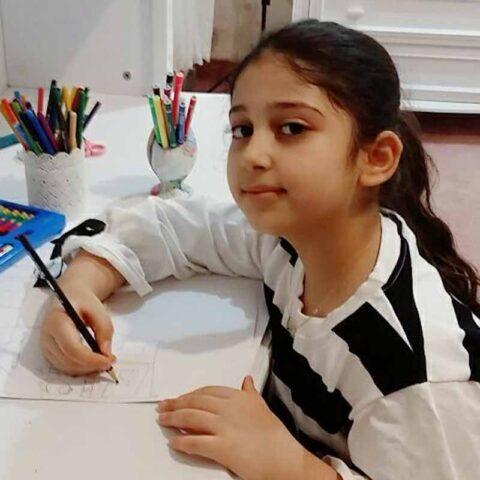 نازلی ملکی هنرجوی نقاشی فاطمه لطیفی ۸ ساله از اندیمشک